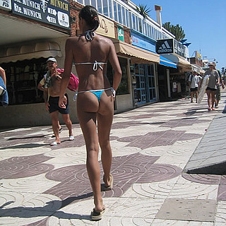 tn 1 Hotties in thong by the beach