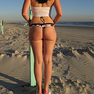 tn 15 Hotties in thong by the beach