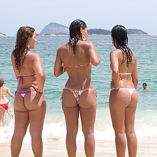 tn 2 Hotties in thong by the beach
