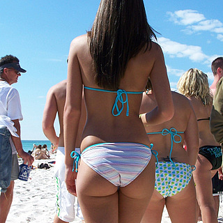 tn 3 Hotties in thong by the beach