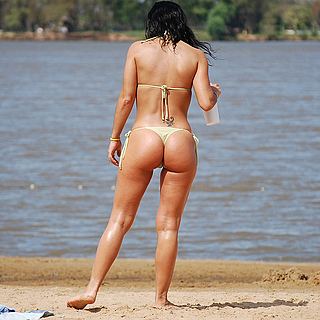 tn 4 Hotties in thong by the beach