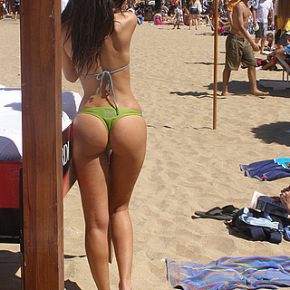 tn 6 Hotties in thong by the beach