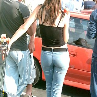 tn 23 Slovenian hotties showing their asses