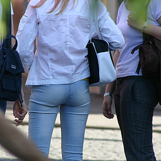 tn 27 Slovenian hotties showing their asses